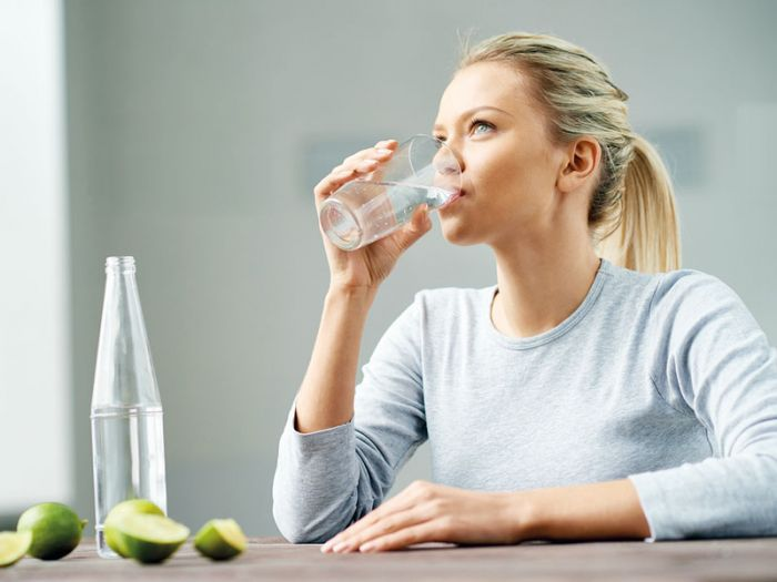 Effects of replacing diet beverages with water on weight loss